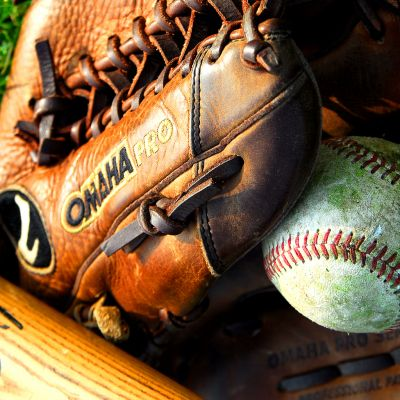 Gant et ball de baseball du club Boucaniers